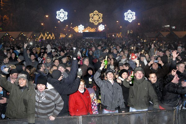 Silvester 2012. Program, trhy a dobrá nálada prilákali na Hlavnú tisíce ľudí.