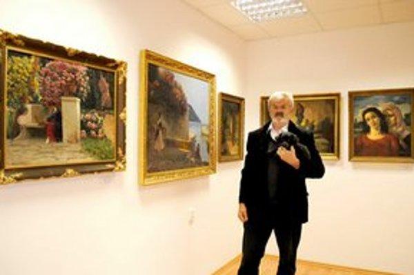 Majiteľ galérie Štefan Kúsek. Vášnivý zberateľ sa v galérii rozhodol podeliť o krásu.