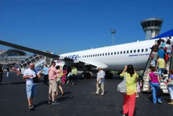 Východniari málo cestujú. Pri charterových letoch musia zobrať to, čo príde, alebo odletieť z iných letísk.