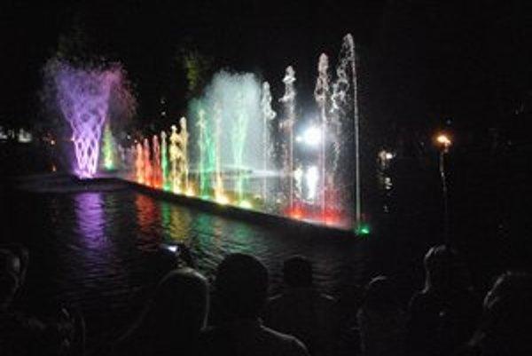 Mestský park nedávno. Na Imaginácie fontána striekala.