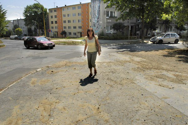 Chodník na Ružínskej. Dočká sa opravy ako aj ďalšie ulice.