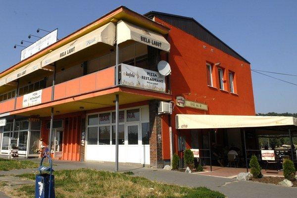 Košický bar K.O. V jeho stene bol kedysi bankomat, ktorý vykradli.