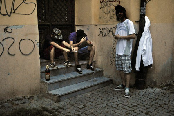 Mladí a alkohol. Odhadnúť mieru nevedia.