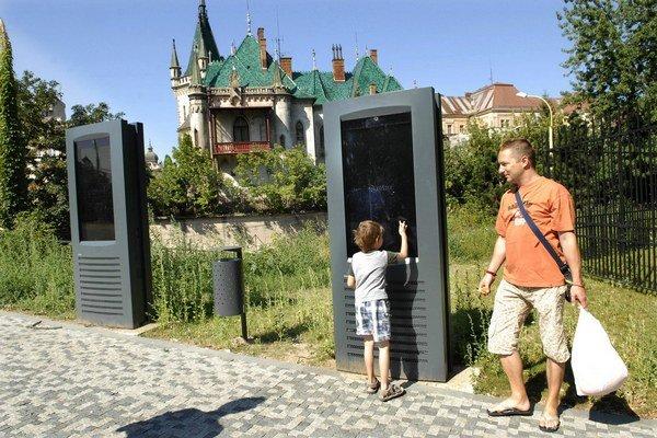 Kiosky stáli 200-tisíc eur. Stále všetky nefungujú.
