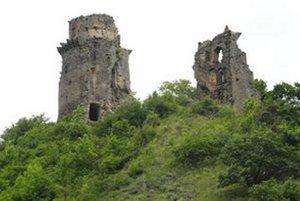 Zrúcaniny hradu Slanec.