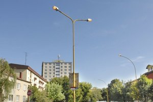 Lampa ešte nedávno svietila aj za bieleho dňa. Už mesto zasiahlo.