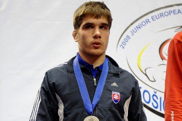 Dan Pálinkás so striebornou medailou z juniorských ME v Košiciach 2008.