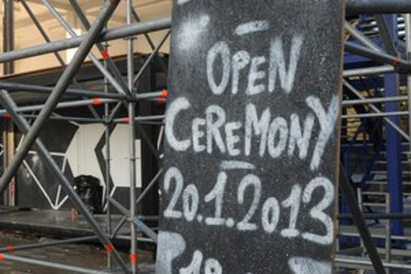 Pre otvárací ceremoniál pripravili atypické pódium.