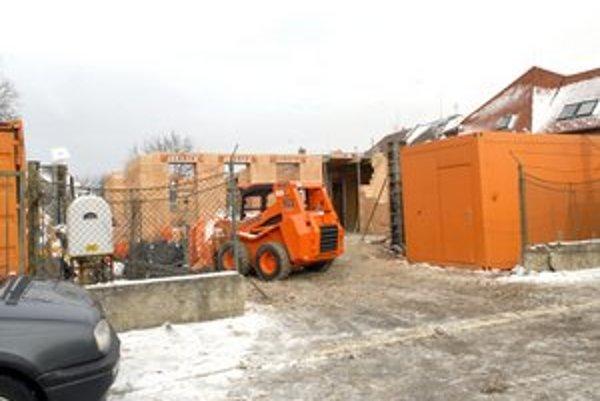Teraz už výstavba domu prebieha legálne.