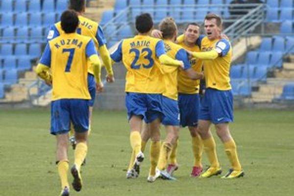 Oslava gólu. Kedy sa budú môcť hráči MFK radovať z výplat?
