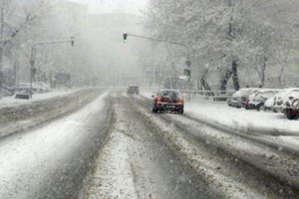 Watsonova ulica. Husté sneženie znižilo viditeľnosť.