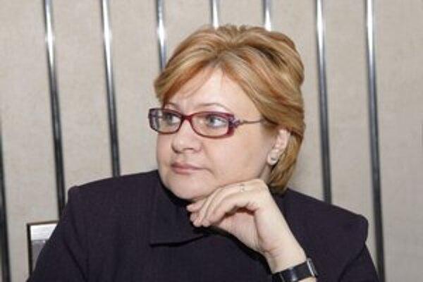 Starostka Iveta Kijevská odporúča predsedovi naštudovať si zákony.