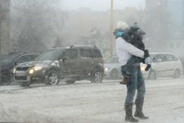 Košičanov trápi extrémne silný vietor a sneženie.