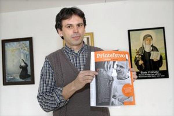 Augustiniáni. Páter Juraj s fotografiou pátra Pavla Benedika.