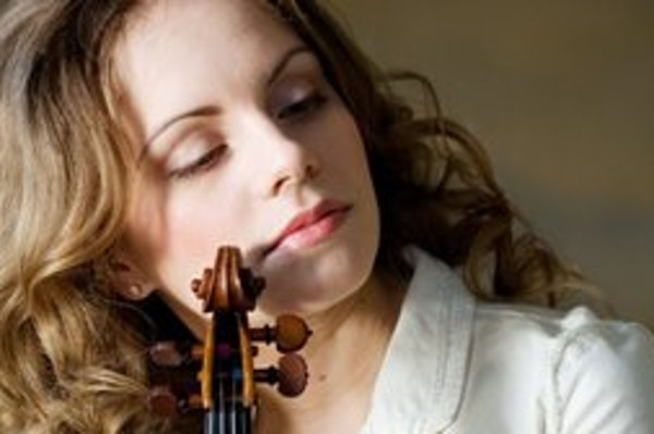 Julia Fischer. Jedna z najväčších husľových hviezd súčasnosti.