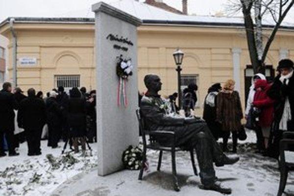 Námestie Sándora Máraia dostalo názov v januári počas otváracieho ceremoniálu mesta kultúry 2013.