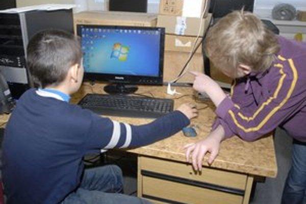 Pozor na internet. Treba dať pozor na to, čo deti na nete uverejnia.