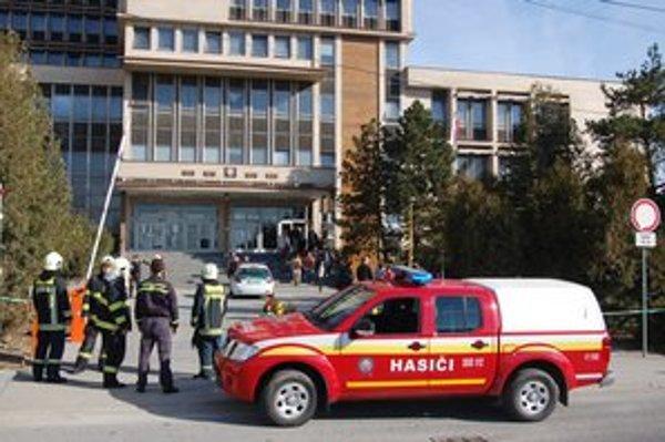 Evakuácia v budove košických súdov.