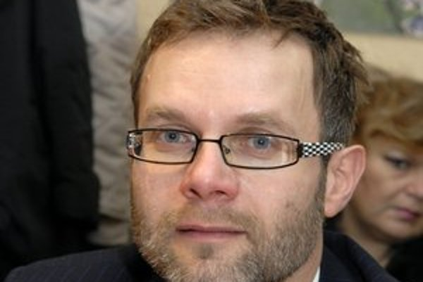 Vladimír Gürtler. Ako člen Predstavenstva CDCP získal zákazku na 9 000 € za právne služby.