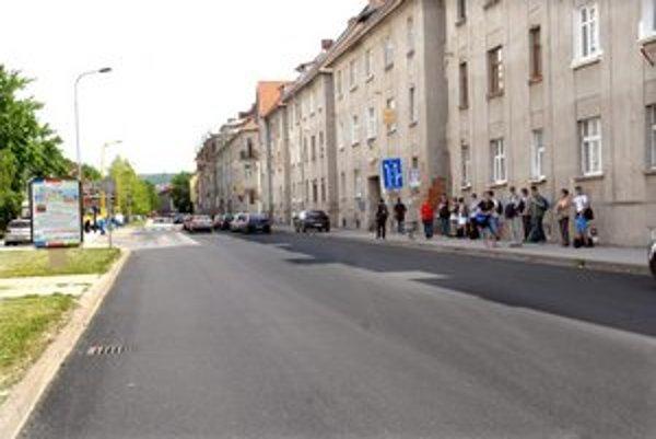 Letná. Po desiatkach výtlkov niet ani stopy, podobne začínajú vyzerať aj iné ulice v meste.