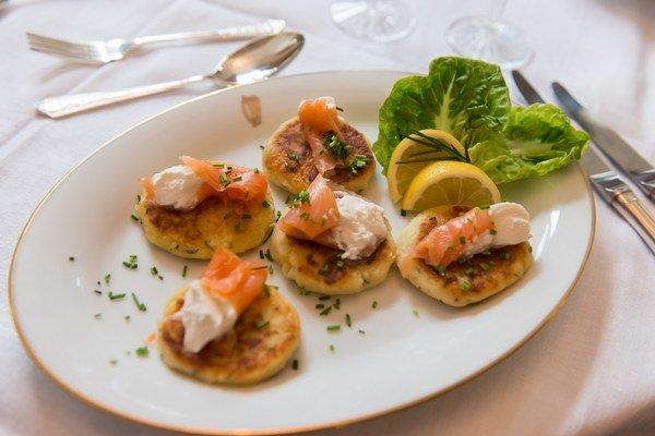 Medzi typické írske jedlá patria zemiakové dolky boxty.