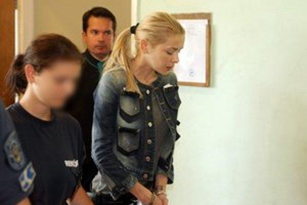 Na verdikt súdu čaká Eva Varholíková za mrežami.