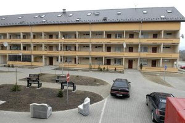 Mestské byty na Golianovej. Sú na začiatku Krásnej.