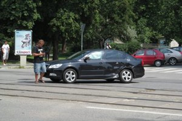 Poškodená spevákova octavia. Škoda presiahla 4 600 eur.