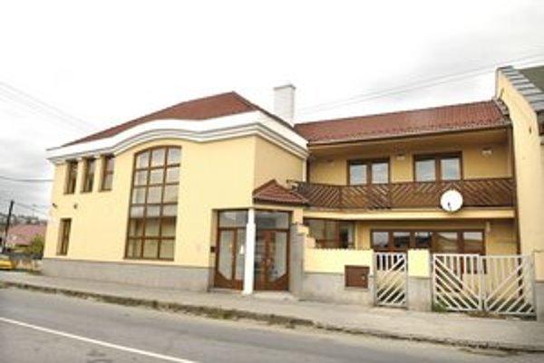 Bytové družstvo v Moldave zamestnáva políciu aj súdy.