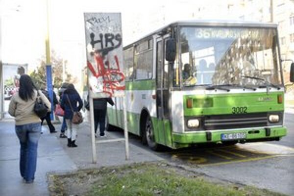 Staré naftové autobusy čaká dôchodok. Prídu možno aj ekologické elektrobusy.