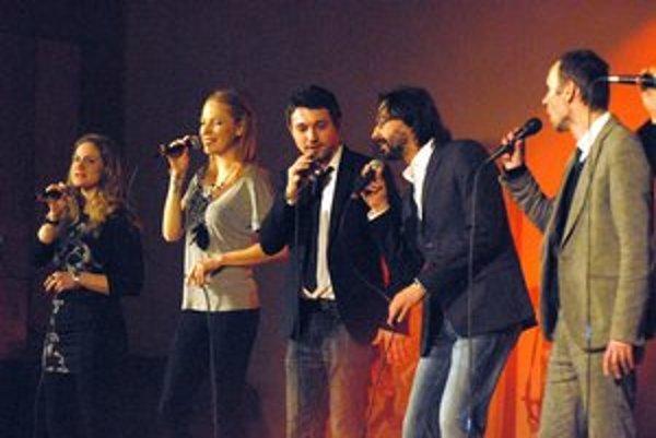 Mladá skupina Free voices. Do povedomia sa dostali snahou postúpiť do svetového kola Eurovízie, či účinkovaním v Talentmánii.