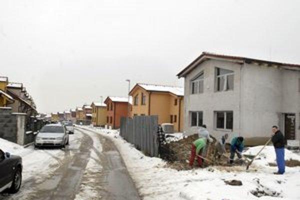 Obyvatelia Grotu, Dočkajú sa pomenovaných ulíc.