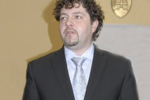 Vicestarosta Milan Béreš (KDH). Jeho plat prešetrí prokuratúra.