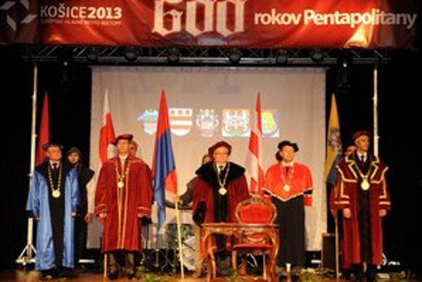 Zľava primátori Peter Molčan (Sabinov), Miroslav Vilkovský (Levoča), Boris Hanuščak (Bardejov), Pavel Hagyari (Prešov) a Richard Raši (Košice).