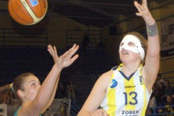 Žofia Hruščáková. V poslednom zápase extraligy nastúpila s maskou.