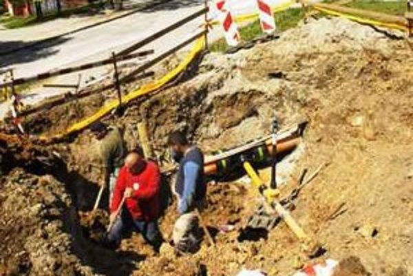 Čulý ruch. Na Furči sa teraz realizujú najmä stavbári.