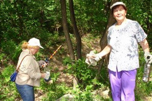 Pani Helena a Gitka lesopark nečistili prvýkrát.
