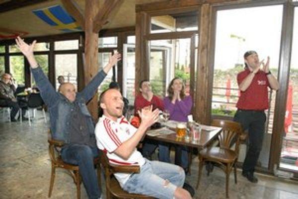 Francúzov zdoláme . Peter(45), Peter (29), Tomáš (27), Nika (25), Adrián (35) prehru Slovenska nepripúšťali.