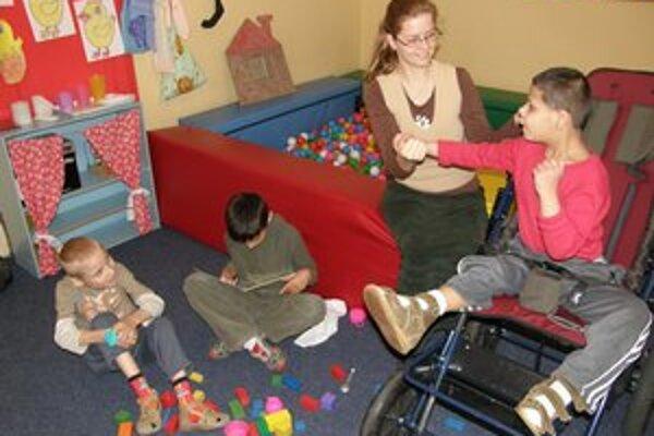 V škole sa venuje deťom, ktoré vyžadujú individuálny prístup.