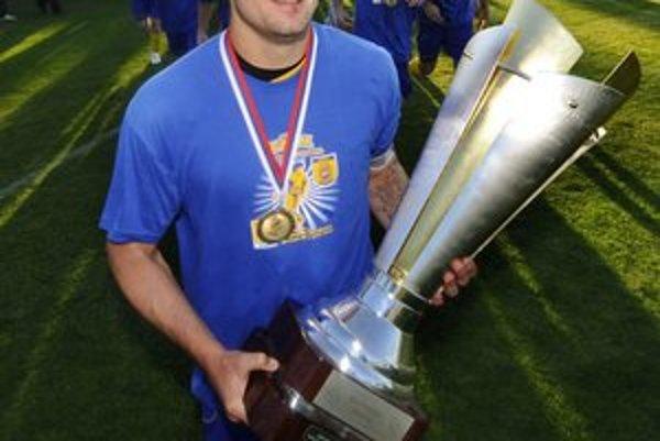 Peter Bašista. Ako kapitán MFK Košice po víťazstve v Slovenskom pohári v roku 2009.
