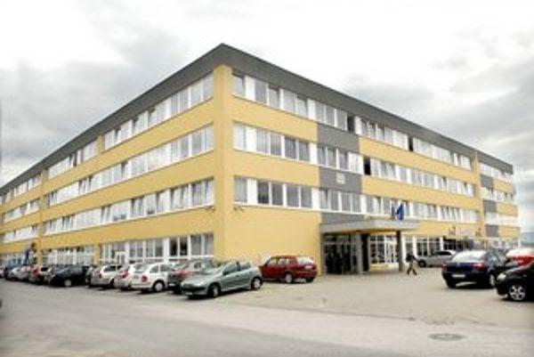 Jeden z krytov CO je pod administratívnou budovou bývalého Elektromontu, dnes daňového úradu na Alejovej ulici