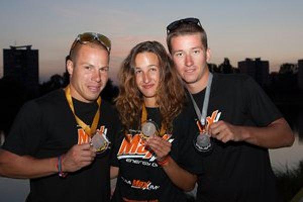 Medailisti zo šampionátu. Maxx sport club: Miroslav Hríbik (1. miesto vo wakeboardingu), Katarína Janečková (1. miesto - open ženy), Michal Paška (2. miesto vo wakeskate).