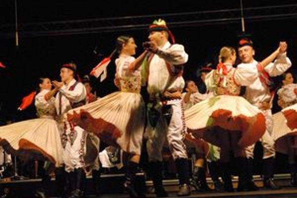 Unikátny projekt. Divákom tanečníci zo Železiaru predviedli 113 choreografií.