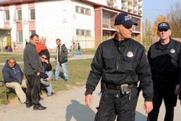 Mestská polícia v uliciach Lunika IX.