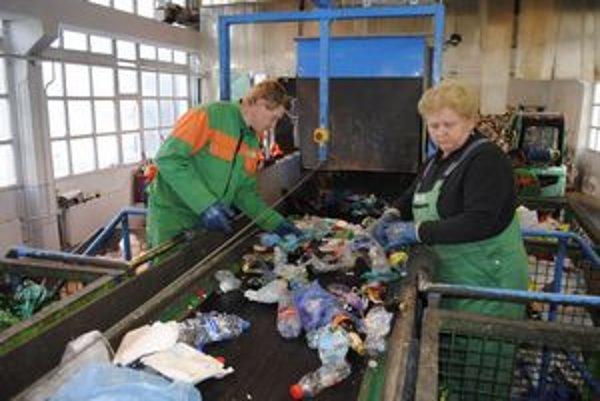 Po tomto páse prejdú denne tony PVC-odpadu