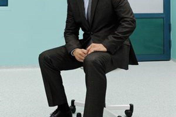 Súčasný riaditeľ Tomáš Sieber potvrdil účasť v konkurze.