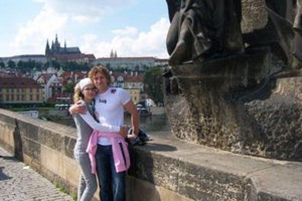 K. Bačo s manželkou v Prahe.