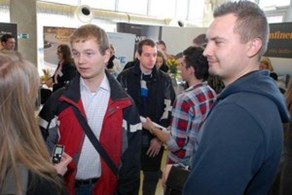 Študenti Jozef a Marek. Prišli sa pozrieť, čo ich o rok čaká.