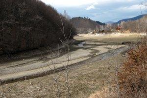 Ružín. Kde bola voda, teraz vládne sucho.