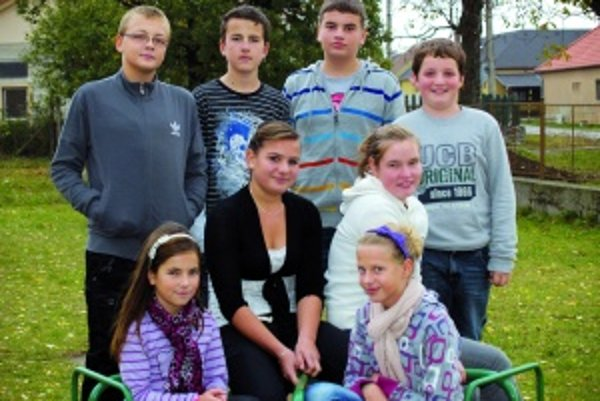 Horný rad zľava: Dominik (12), Daniel (12), Adrián (13), Pavol (11).Dolný rad zľava: Katka (11), Lenka (13), Barborka (12), Laura (11).